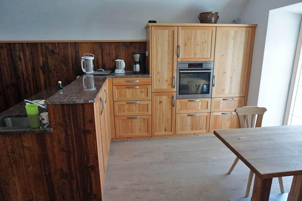 Wandverkleidung kuche landhaus for Holzvertafelung wand