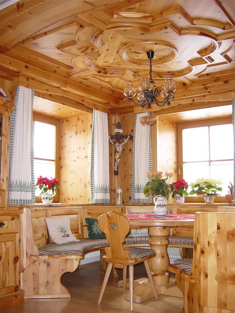 Zirbenholz wohnzimmer for Architektenhauser galerie
